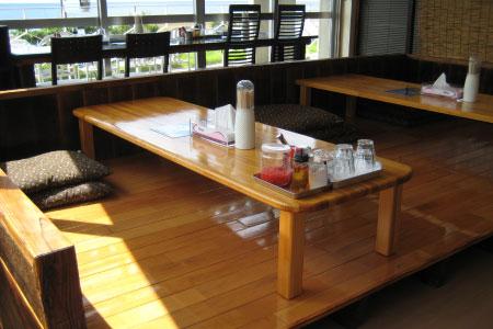 座敷席 座敷席あります。 カウンター席、テーブル席、座敷席あります。 このペー... 美ゅうびゅ